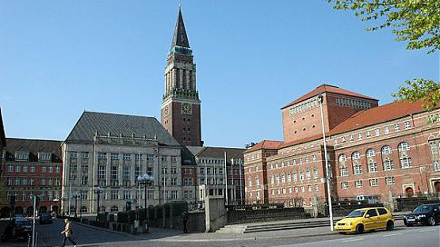 Kieler Rathaus - Ausstellung über Plastikmüll im Meer